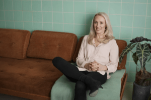 Skärmlivet fångar svenskarna – var fjärde umgås mest på nätet