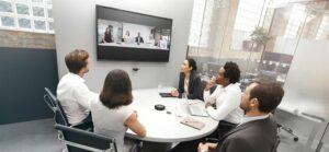 Jabra lanserar det intelligenta videosystemet Jabra PanaCast och tar plats i mötesrummet 3