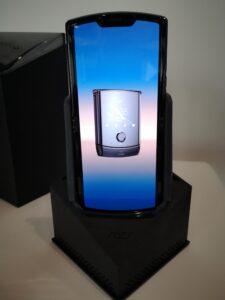 Nya mobilen Razr lika stort som om ABBA återförenas 7
