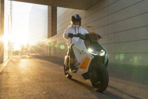 Elektriska BMW Motorrad Definition CE 04 banar väg för framtidens urbana scootrar 2