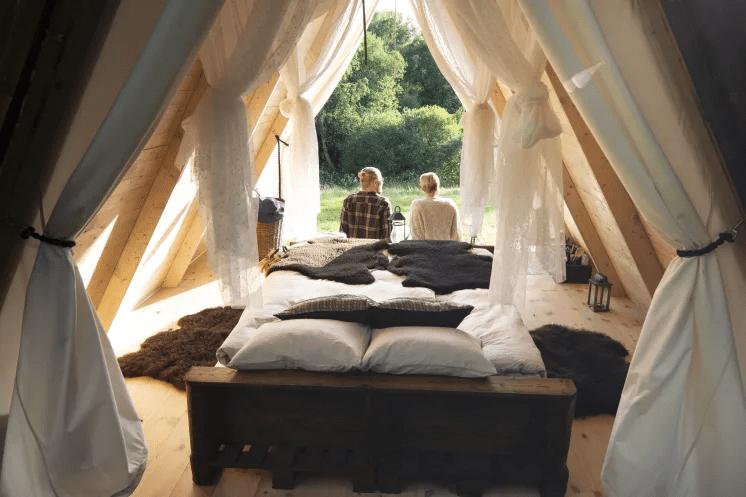 Glamping i Halland – bekvämt naturnära boende