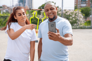 HMD Global lanserar Nokia XR20 – tålig nog att sparkas av fotbollslegendaren Roberto Carlos