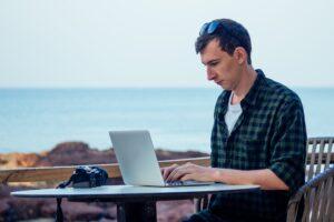 Håll dig borta från öppna wifi-nätverk på semestern