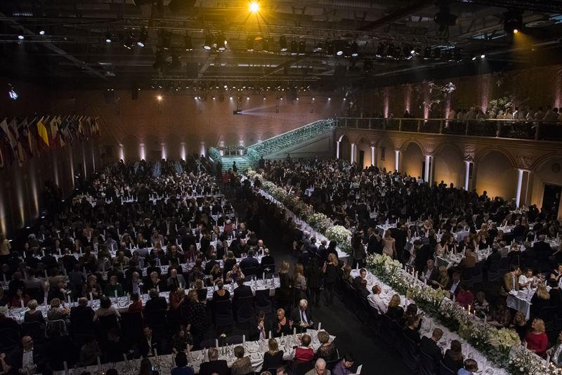 Fullsatt på stor bankett i Stockholm till förmån för Barncancerfonden